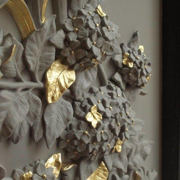 Сегодня мы вам покажем шедевральную лепнину, которая была сделана не для потолка дворца, а всего лишь для оконного проема одного дома