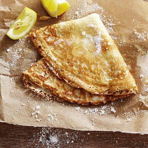 """LowCarb Eiweiß-Pancakes Zutaten: 2 ganze Eier 20g Eiweißpulver (80% Eiweiß) 20g Frischkäse (5% Fett) eine Prise Backpulver ca. 50ml Milch (15% Fett) Alles in eine Schüssel geben vermengen und anschließend portionsweise in die erhitzte Pfanne geben und anbraten bis die Pancakes goldbraun sind. Nährwerte (insgesamt): 3297 kcal 358g Eiweiß 65g Kohlenhydrate 151g Fett Ich liebe dieses Rezept. Es lässt sich mit den verschiedensten Eiweißpulver-Geschmacksrichtungen zubereiten. Für die """"normale""""…"""