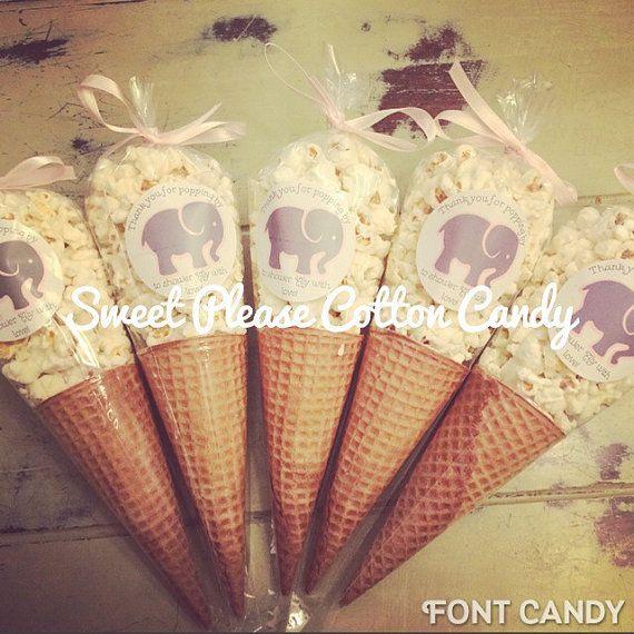Conos de helado de palomitas de maíz partido esponjoso