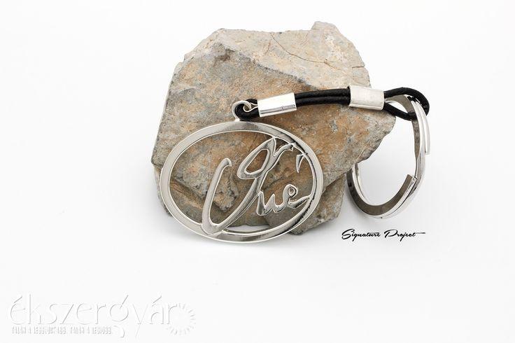 Aláírás ékszerek. Ezüst kulcstartó. Signature jewelry. Sterling silver keychain. https://ekszergyar.hu/szolgaltatasaink/signatureproject/