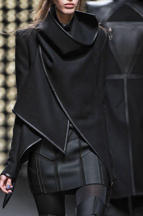 Gareth Pugh Fall 2011 Love Gareth Pugh's designs.  Cortés en la falda Asimetrías en el saco