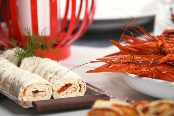 tunnbrödsrullar med kräftost och rostade tomater - RECEPT | Uplifting