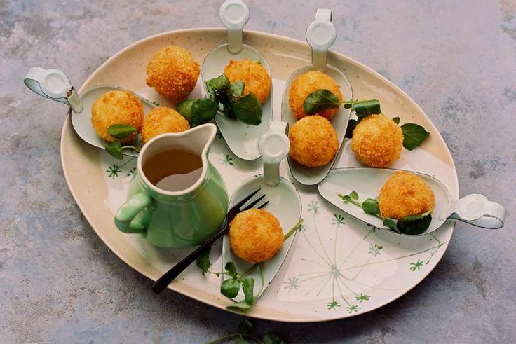 Gefrituurde risottoballetjes met mozzarella  - Recept - Allerhande