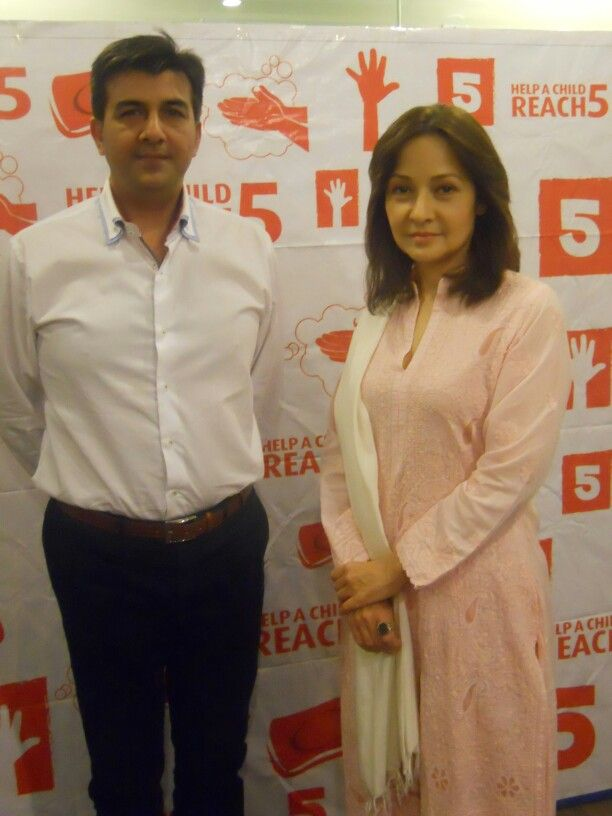 With Zeba Bakhtiar. #lifebuoy #helpachildreach5 campaign. Every1 must support this cause.
