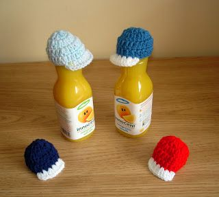 marianna's lazy daisy days: AGE UK ~ Innocent Smoothie Hats - baseball hat - free pattern instructions at http://mariannaslazydaisydays.blogspot.co.uk/2013/07/age-uk-innocent-smoothie-hats.html