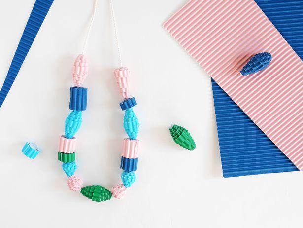 DIY - Colliers en papier façon quilling avec du carton ondulé (corrugated paper bead necklaces)