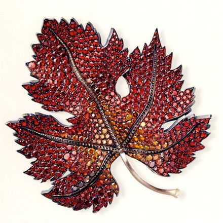 Hemmerle brooch with garnets, diamonds and sapphires.