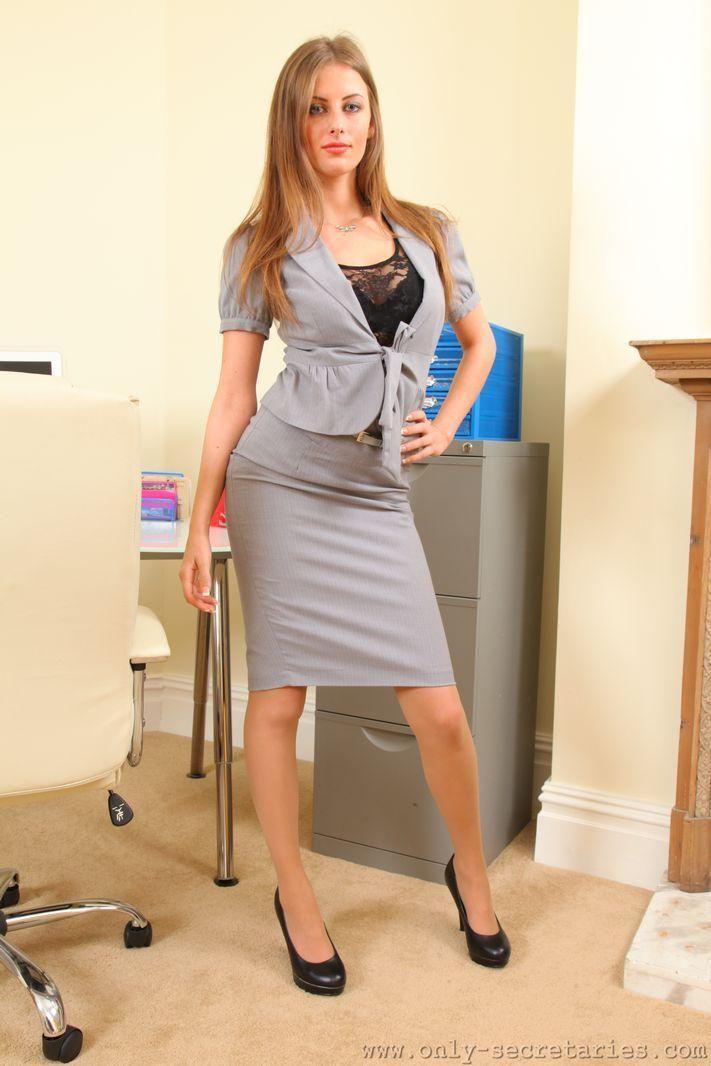 les 36 meilleures images du tableau tight skirts sur pinterest serr es jupes tenues pro et. Black Bedroom Furniture Sets. Home Design Ideas