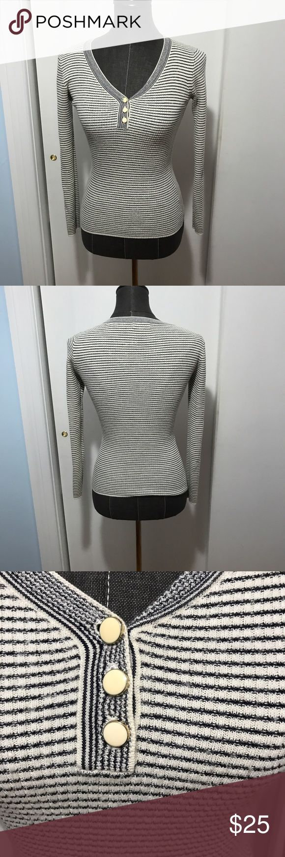 Reiss striped knit top sweater pearl buttons small Cute knit by Reiss in a small but would also fit xs. Good pre-owned condition. Reiss Tops Tees - Long Sleeve