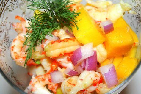 Förrätt till 4- 5 personer. 400 gram rensade kräftor 2 avokado 2 mango 1 stor rödlök  Dressing : 6 msk olivolja 4 msk pressad citron 1 1/2 tsk flingsalt Kryddmått svartpeppar  Gör så här: Rör ihop dressingen först. Skala kräftorna och tärna skalad mango och avokado i … Läs mer