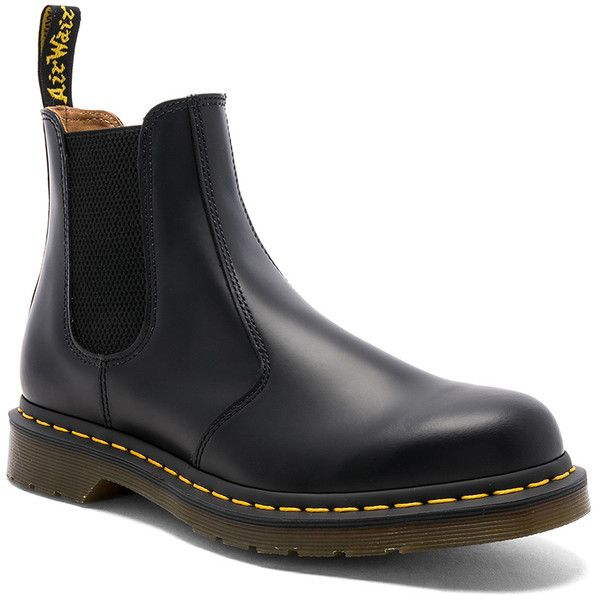 Dr. Martens 2976 Chelsea Boot (465 BRL) ❤ liked on Polyvore featuring men's fashion, men's shoes, men's boots, boots, dr martens mens shoes, low heel mens dress shoes, mens rubber sole shoes and dr martens mens boots
