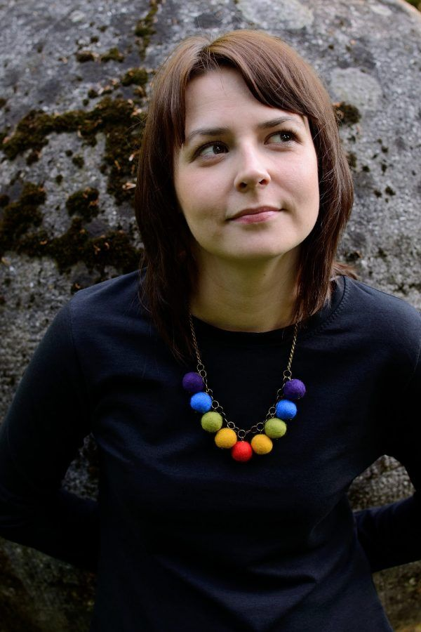 Let the piece of rainbow highlight your outfit! This felted ball necklace will make you smile everytime you look at it.