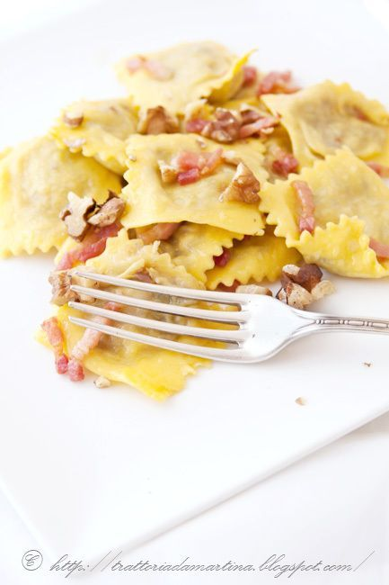 Ravioli di ricotta e radicchio alla pancetta e noci