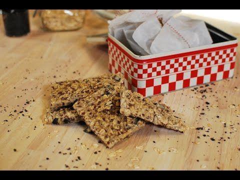 Bekijk hier het volledige recept: http://www.njam.tv/recepten/knaeckebroed