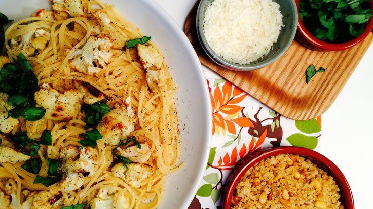 Pasta med rista blomkål og sprø brødtopping