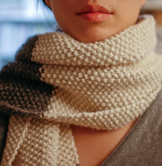 Seed stitch scarf - Knit (free pattern)