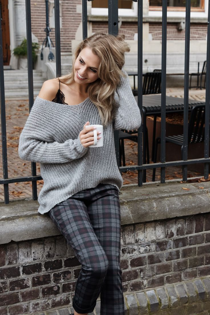 Easy like Monday morning #gutsgusto #fashion #monday #morning #morningcoffee #comfy #style #outfit #inspiration #cool #trend #photography #model #grey #sweater #model #girl #blondhair #city #morning #goodmorning #photography #photoshoot #happy
