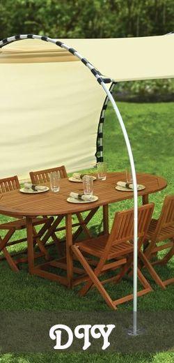 Faites de l'ombre avec des rideaux et des tuyaux. http://rienquedugratuit.ca/maison/faites-de-lombre-avec-des-rideaux-et-des-tuyaux/