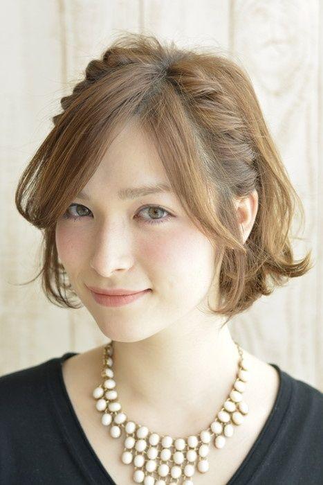 ショートボブのヘアアレンジ① 顔まわりスッキリ!なサイド編み