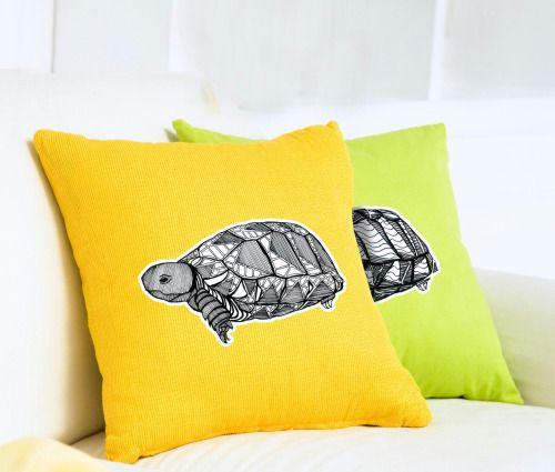 Meryjanenin kaplumbağaları sizlere uğur getiriyor! :) istediğiniz renkte yastıklarımız evlerinizi renklendiriyor.  Fiyat ve teslimat bilgileri için meryjanehandmade@gmail.com