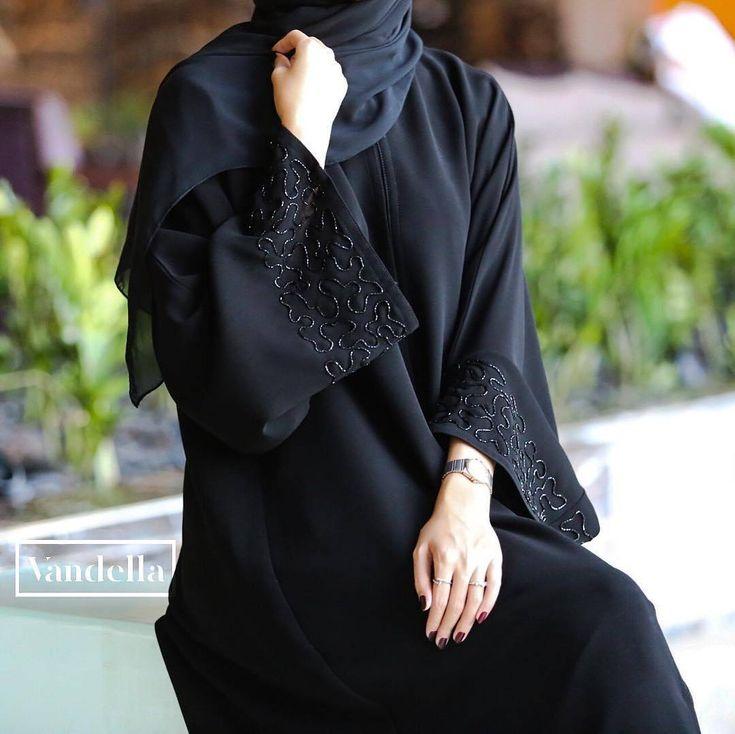 #Repost @vandellaline with @instatoolsapp غاليـة #abayas #l4l #intm and