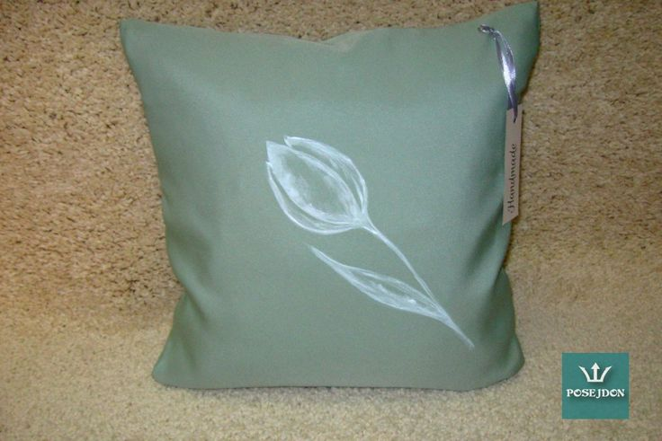 Miętowa poszewka z białym tulipanem
