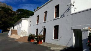 LIMEWASH (Kalk/bluskalk) An environmentally friendly, lime-based paint which slowly weathers and ages. Patchiness, streaking and uneven colouring develop during the twelve to eighteen month curing period. http://midaspaintstygervalley.co.za/limewash/