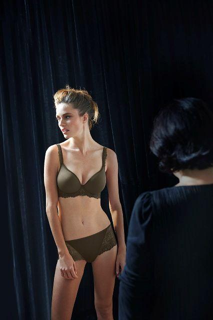 Najnowsza wersja kolorystyczna modelu Caressence od Simone Perele - taniej w komplecie w naszym sklepie internetowym z bielizną. Kupuj w kompletach i oszczędzaj z www.bieliznafrancuska.pl