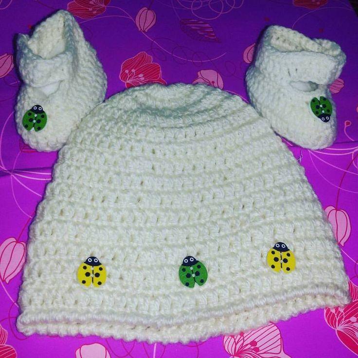 Cappellino e scarpine  bebè neonato uncinetto lana crochet portafortuna