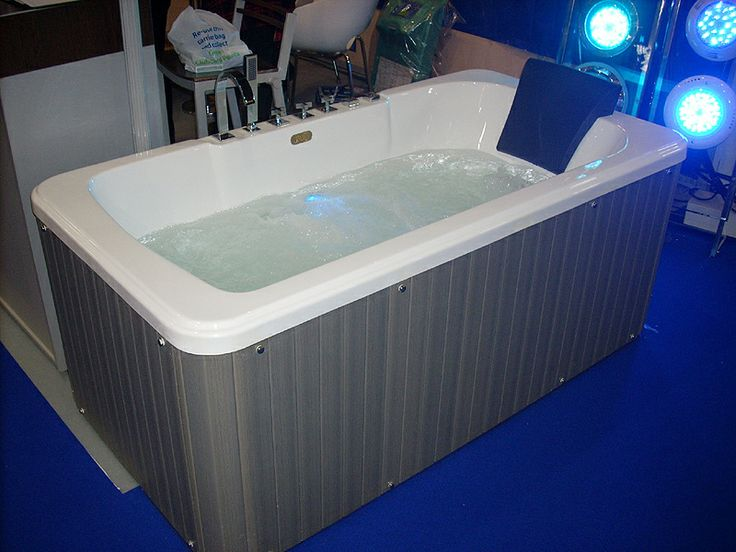 402 best hot tub shows images on pinterest bubble baths for Lyons whirlpool tub