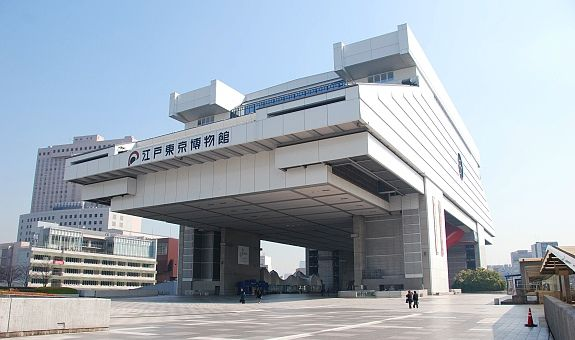 The Edo-Tokyo Museum (江戸東京博物館, Edo Tōkyō Hakubutsukan) is housed in an unique looking building located in the Ryogoku district. The museum's permanent exhibition vividly illustrates the past of Tokyo (formerly Edo) through its exhibits and covers many features of the capital from the Edo Period to relatively recent decades.