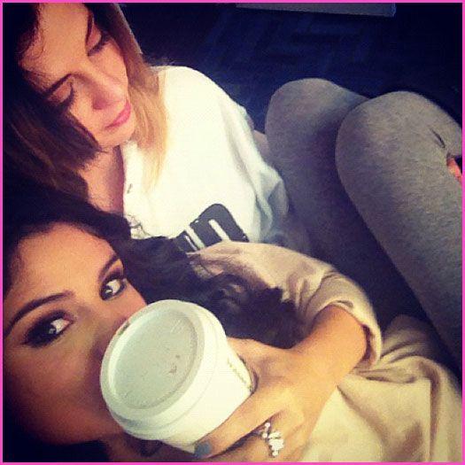 selena gomez mom | Selena Gomez Still Sits In Her Mom's Lap