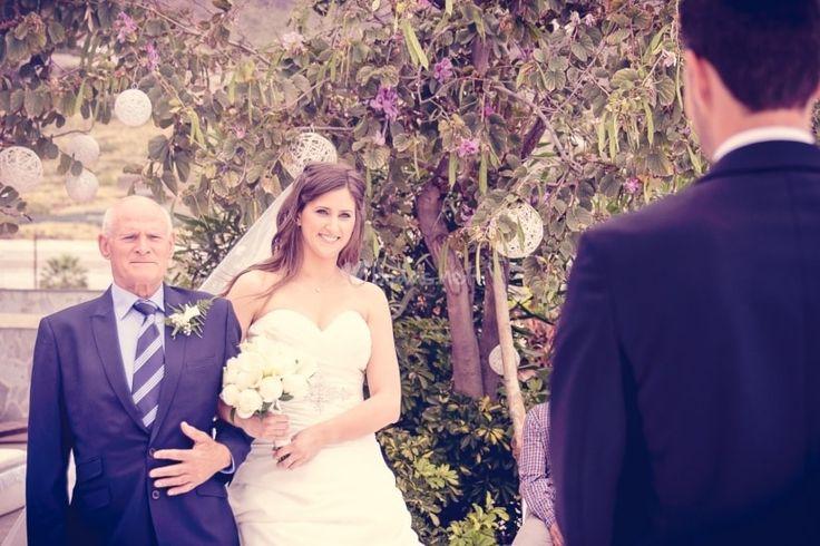 El misterio del vestido se resuelve y la nueva vida comienza cuando la novia da el primer paso hacia el altar. Un momento muy especial en el que debe sonar música igual de especial.