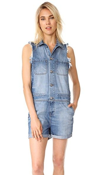 ¡Consigue este tipo de mono corto de PRPS ahora! Haz clic para ver los detalles. Envíos gratis a toda España. PRPS Compact Mini Mechanic Overalls: Well-traveled PRPS short overalls with frayed arm openings and rolled cuffs. Fold-over collar and branded buttons at the placket. Patch breast pockets and 4-pocket shorts. Internal drawstring at the waist. Fabric: Denim. 100% cotton. Dry clean. Made in Portugal. Measurements Inseam: 3.5in / 9cm Measurements from size S (mono corto, corto, mono…