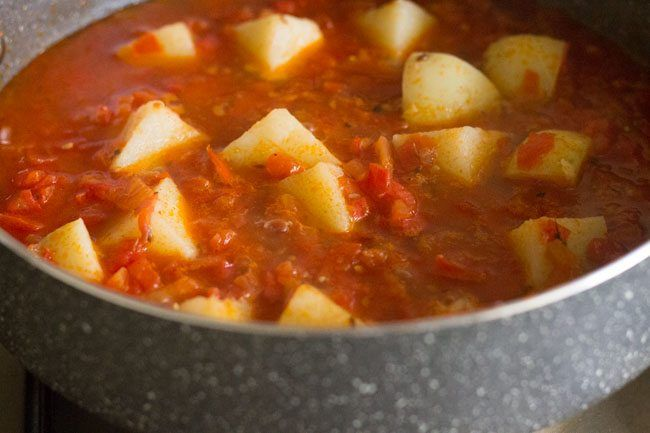 aloo tamatar sabzi recipe with stepwise photos. potato tomato curry recipe made without onion-garlic & heavy spices. easy aloo tamatar sabzi.