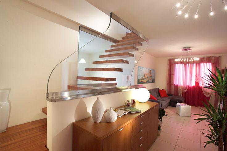 les 31 meilleures images du tableau escaliers suspendus. Black Bedroom Furniture Sets. Home Design Ideas
