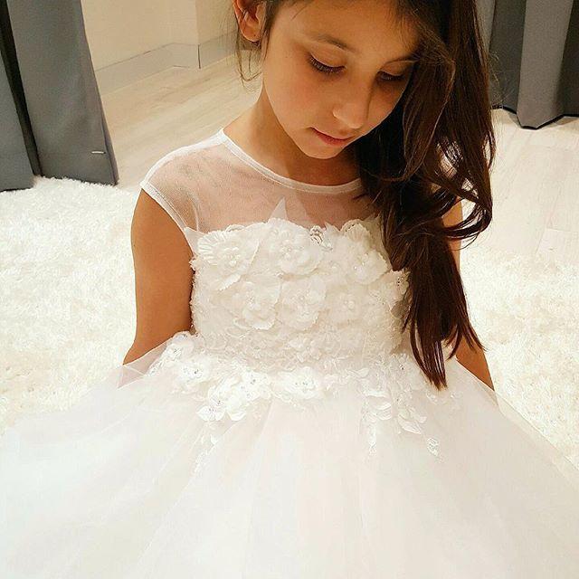 •As Beautiful As The Bride• Mini bride is in our Mia dress  . . #australiawedding #sydneybride #flowergirldress #kidsbridal #littlebride #sydneyflowergirls #weddingplanning #weddingstyle