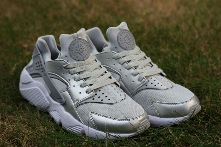 Huarache Run Ultra Low Mens Running Shoe Khaki White Grey