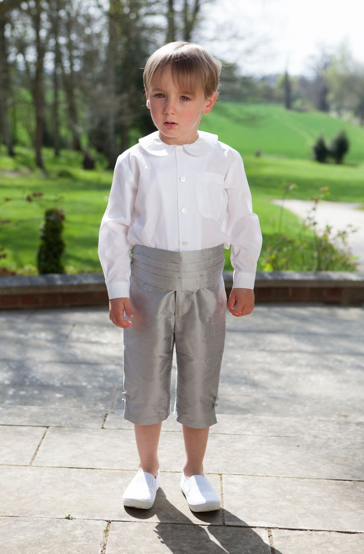 Our classic page boy style! Cotton peter pan shirt with silk George shorts and matching cummerbund.