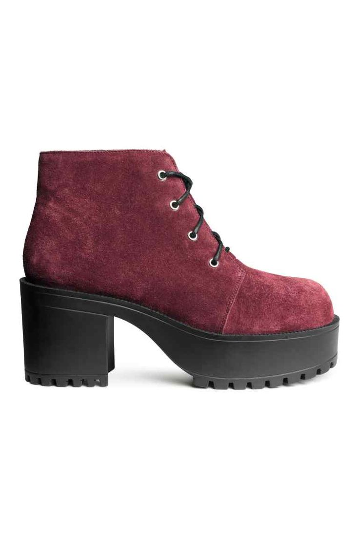 Suede platform boots: PREMIUM QUALITY. Platform boots in suede with laces at the front and chunky rubber soles. Platform front 4.5 cm, heel 8 cm.