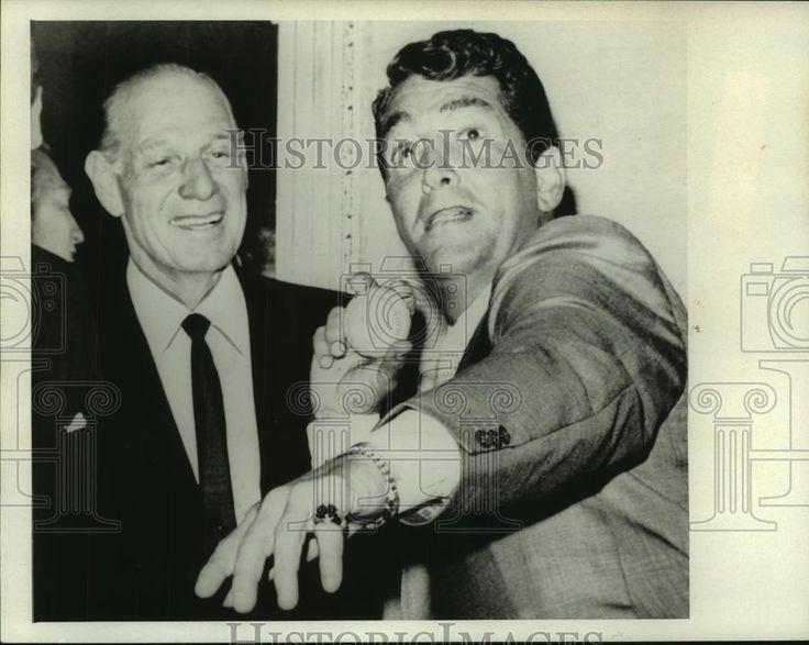 1961 Press Photo Leo Durocher (left) and Dean Martin (holding baseball).