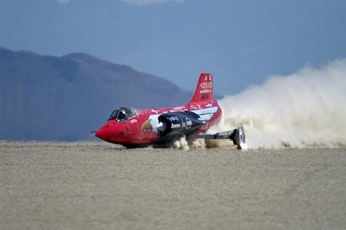 Jessi Combs breaks 48-year old land speed record via Gizmag