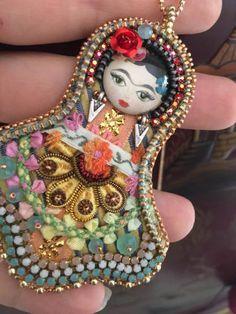 Frida art doll / Embroidery necklace / Embroidery pendant / Orange and Yellow / OOAK di Fantasiria su Etsy