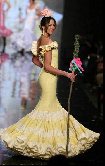 Luminoso traje de flamenca