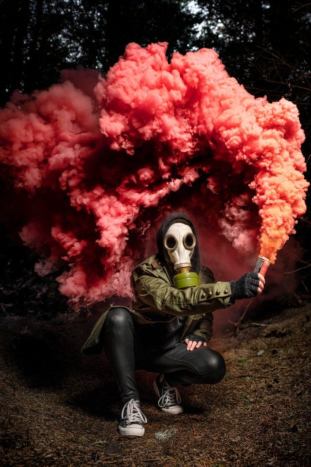 Took a picture of my friend with smoke bomb : pics | Photo