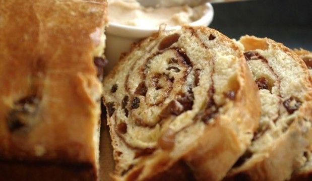 Σταφιδόψωμο σαν τσουρέκι για τον καφέ, από την Αλεξία Αλεξιάδου και το Realfood!