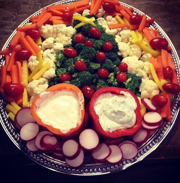 Christmas-themed vegetable tray