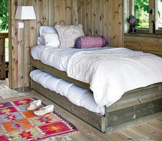 1 Persoonsbed  met 1extra bed in lade.
