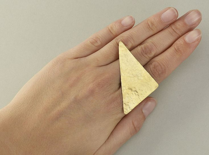 Geometric big ring, triangle large ring, hammered gold band, multi finger ring, index finger ring,  ring, statement jewel, contemporary ring by ColorLatinoJewelry on Etsy