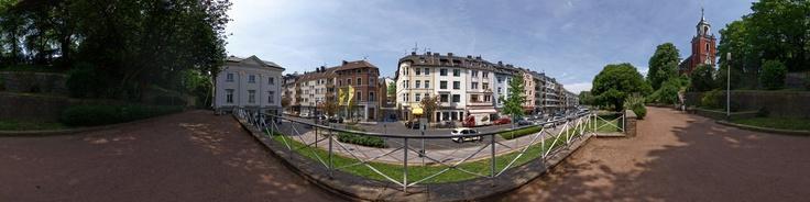 Dieses Panorama zeigt die Michaelsbergstraße und die Pfarrkirche St. Michael im Stadtteil Burtscheid in Aachen, Deutschland.Für weitere Informationen besuchen Sie bitte:http://de.wikipedia.org/wiki/Burtscheid